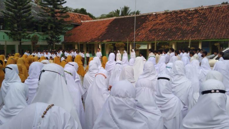 AGAR SANTRI PAHAM BAHAYA KOMUNISME